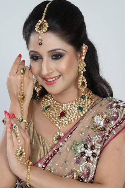 Latest Designs Gold Jewellery Wedding Bridal Neckles Set Colourful Photos