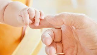 perkembangan-bayi-1-bulan