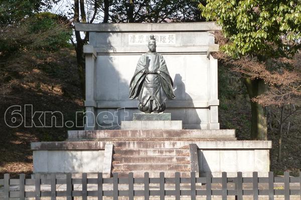 琴陵宥常銅像