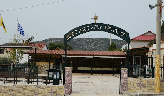 Άλλαξε όψη ο περιβάλλων χώρος σε εκκλησίες της περιοχής.
