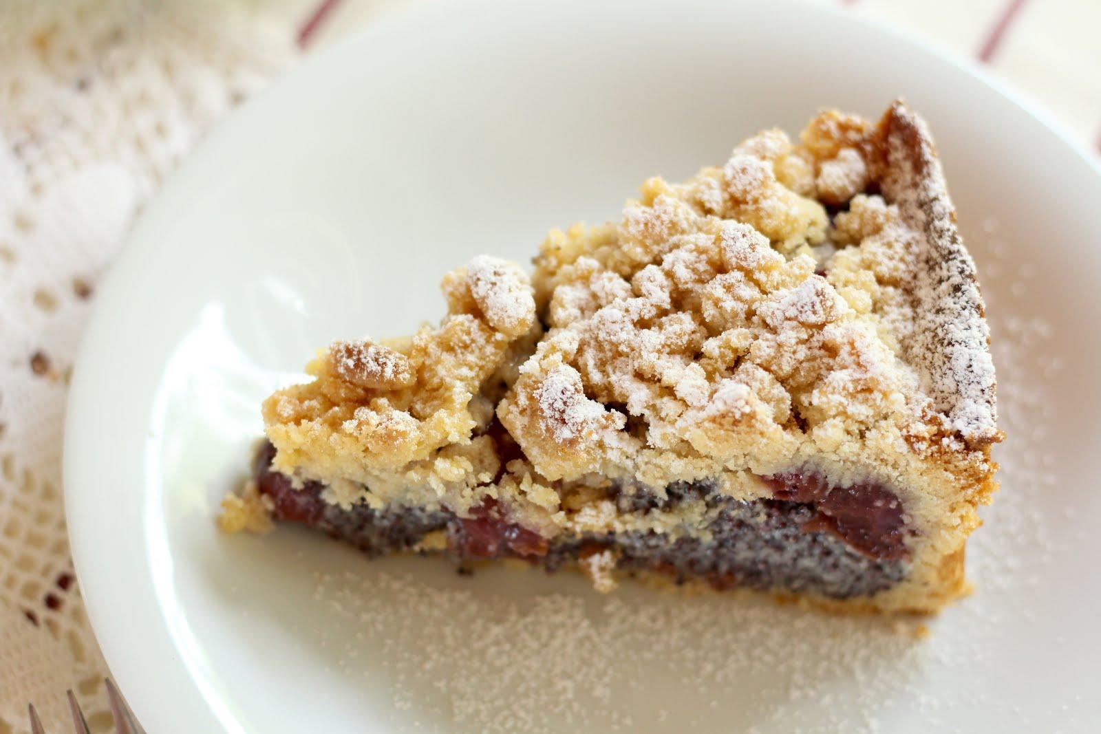 Schneller, super saftiger Mohn-Streuselkuchen mit Kirschen | Video und Rezept