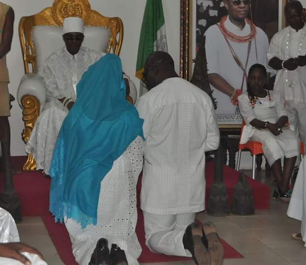 Oshiomhole, Obaseki and their wives receive blessing from Oba of Benin