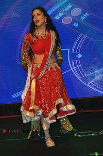 Bollywood Actress Model Sunny Leone Dance Performance in Red Half Saree at Rogue Audio Launch 13 March 2017  0178.jpg