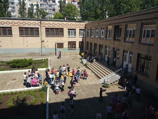 У школі Миколаєва розпилили газ з різким запахом, 32 школяра в лікарні