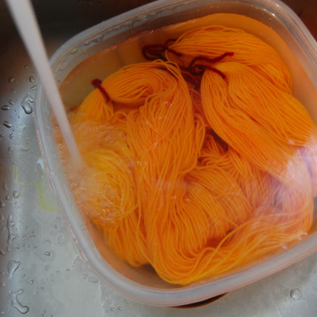how to hand dye yarn at home with food color