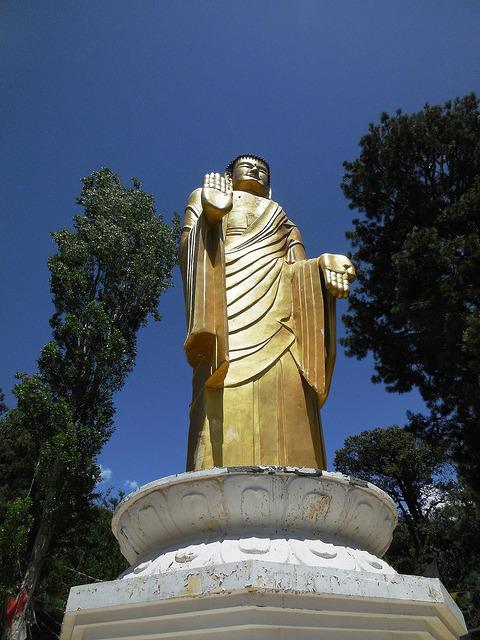 Buddha staute