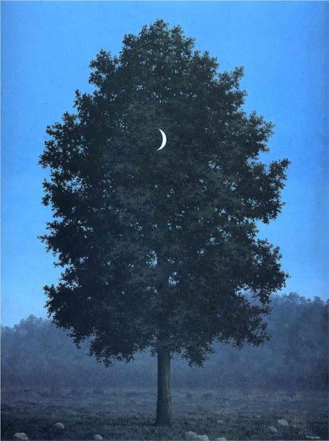 Quadro surrealista di René Magritte con albero e luna