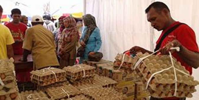Pemerintah Provinsi (Pemprov) Maluku akan menggelar pasar murah menjelang perayaan Natal dengan melibatkan 11 distributor di daerah itu pada 13-17 Desember 2016.