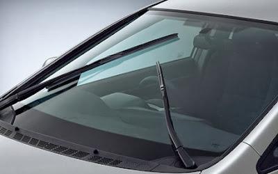 Sering jengkel alasannya yaitu wiper kendaraan beroda empat berbunyi pada dikala dipakai atau juga wiper malah mengg Tips Merawat Wiper Mobil
