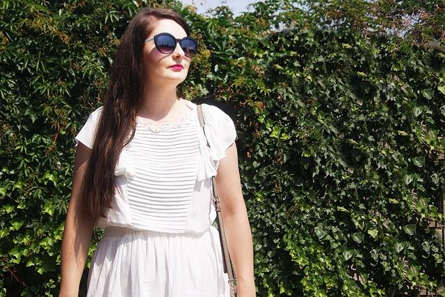 d16ee42261 Biała sukienka z haftem angielskim - hit lata 2018 (stylizacja 23 ...