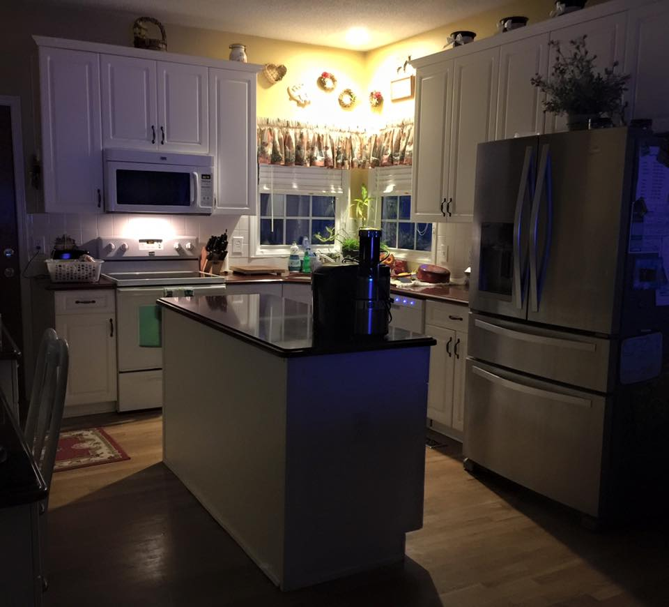 My Daily Life As A Wife And Mother: Clean Kitchen At Night :