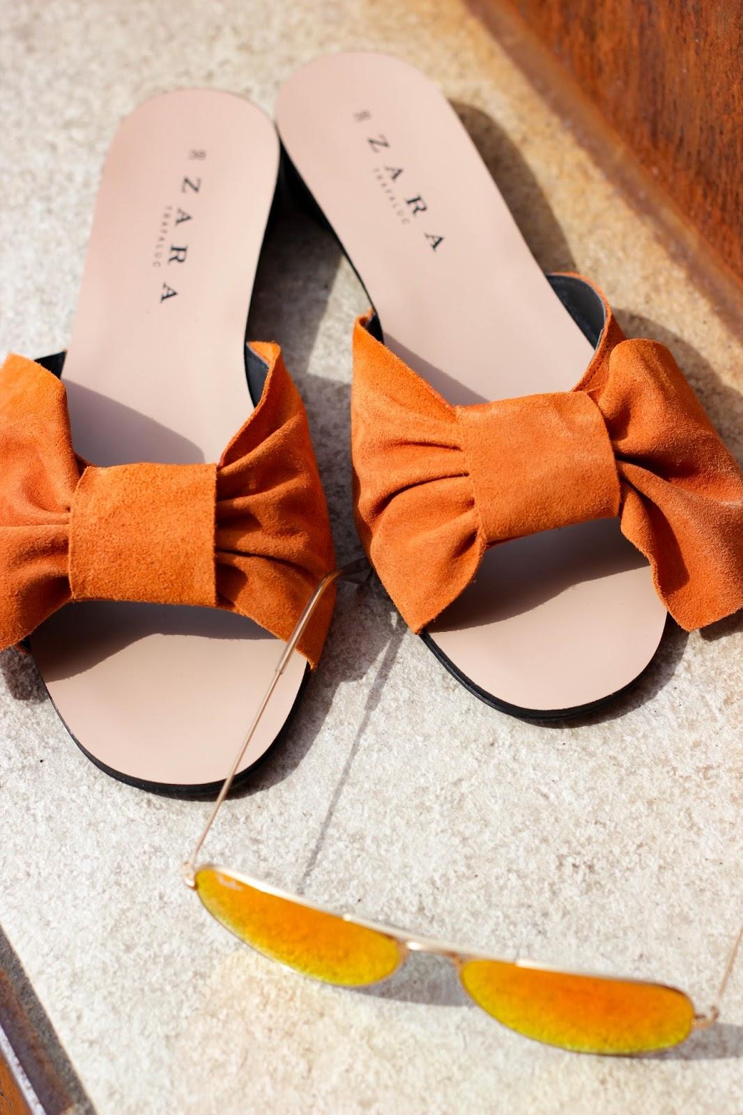 Sandalen mit Schleife, Mules, Metallicfarben