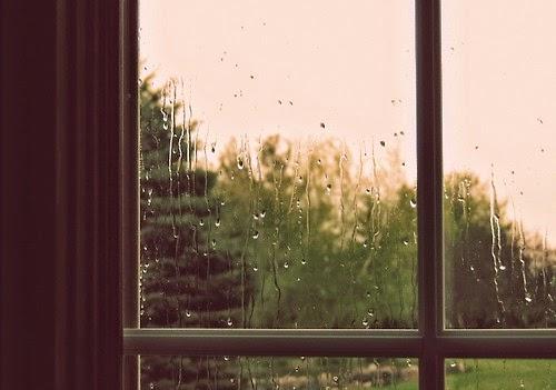 Tháng Năm nhạt nhòa của những cơn mưa rào bất chợt