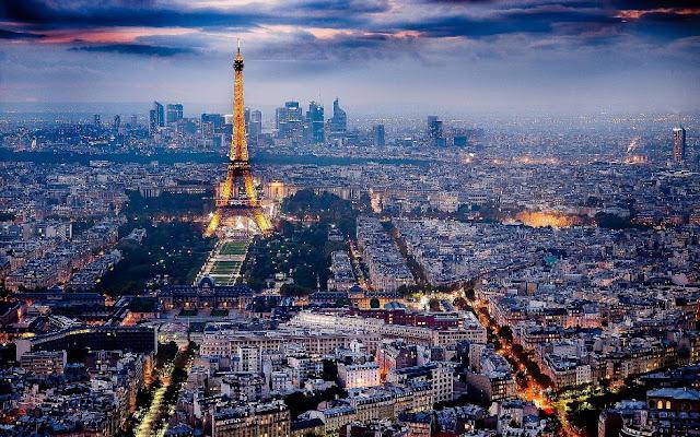 Suasana Kota Paris dari atas yang terlihat sangat rapi (allthatsinteresting.com)