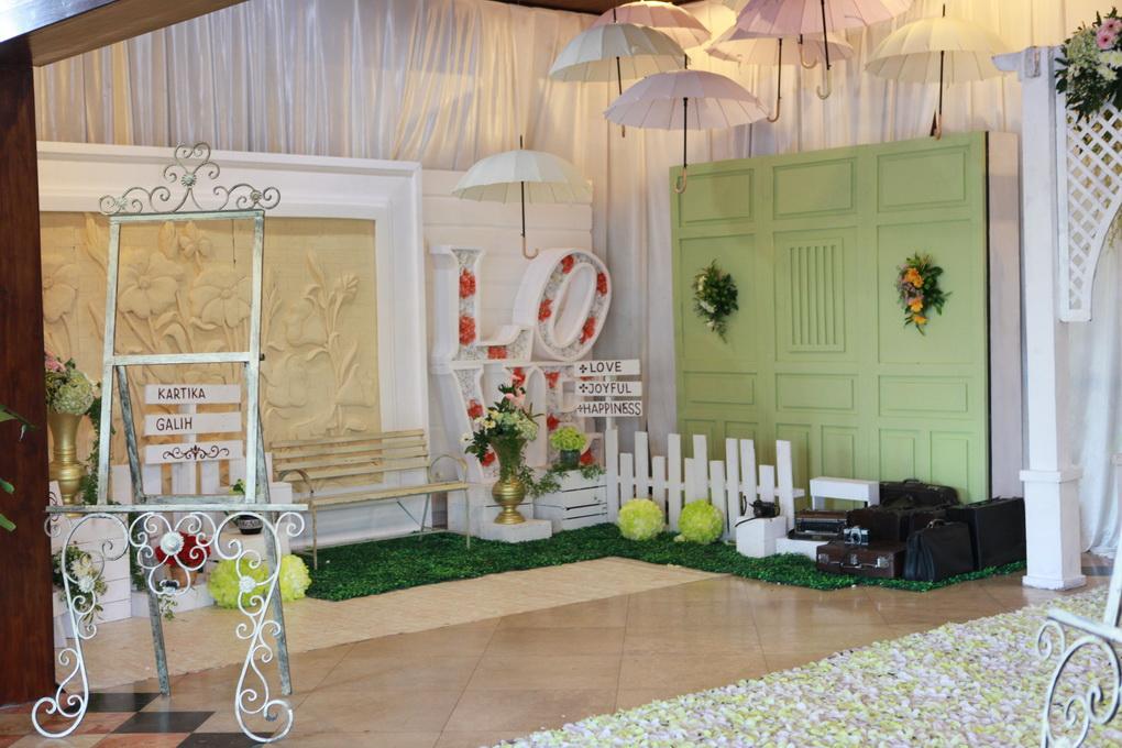 dekorasi pernikahan dan photo booth solo