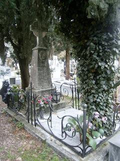 το ταφικό μνημείο του οίκου Αλιέως στο Νεκροταφείο των Ιωαννίνων