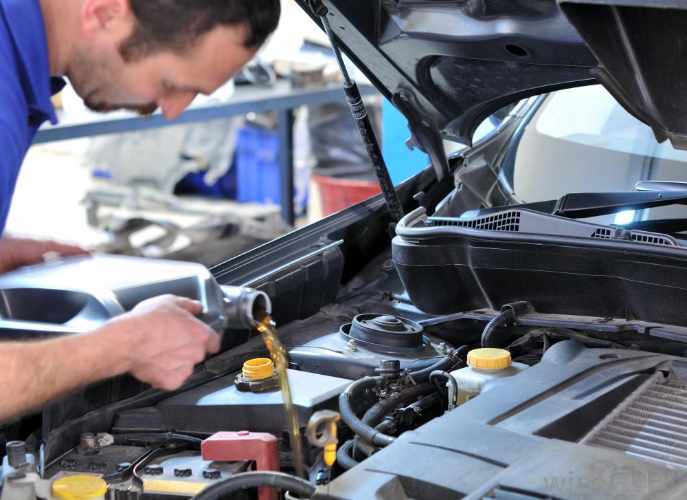 oil change in car Οι 9 τρόποι που μας κοροϊδεύουν οι αυτοκινητοβιομηχανίες Diesel, Fun, VW, zblog