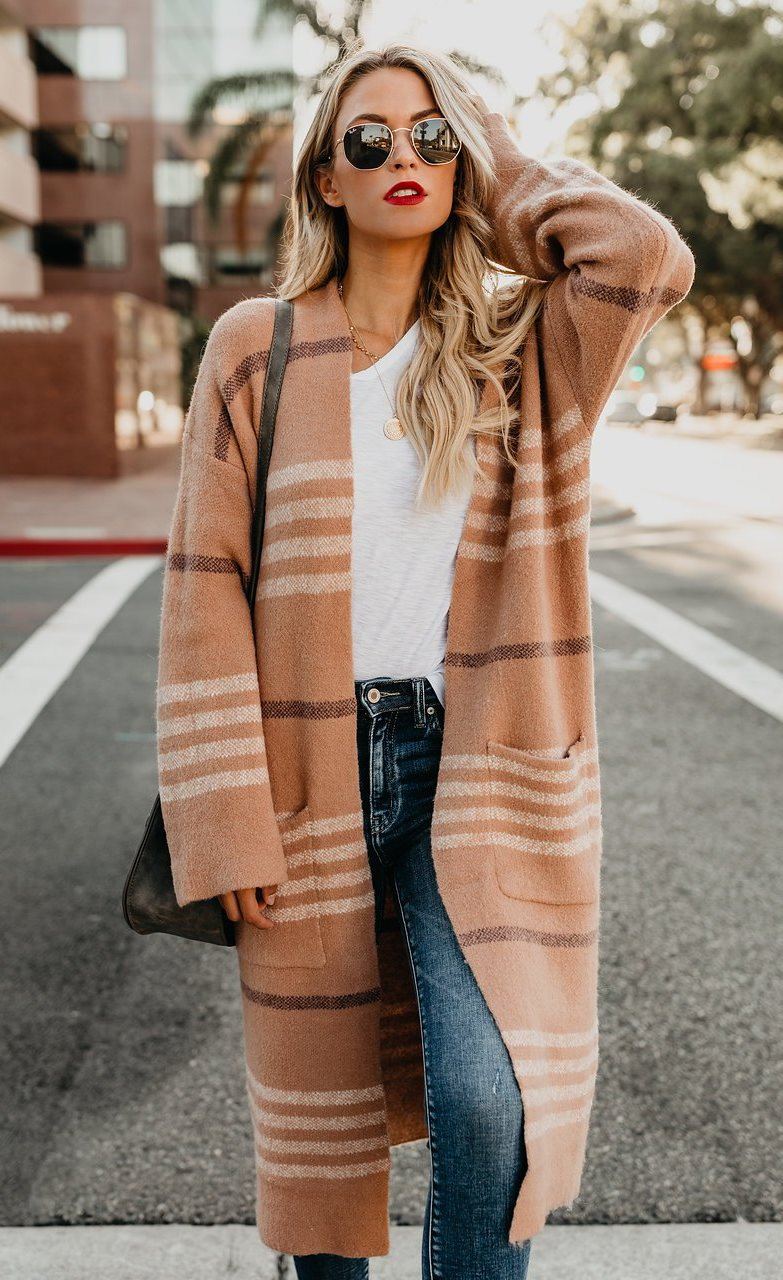 fall outfit inspiration / cashmere cardigan + white top + bag + jeans