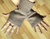 http://translate.googleusercontent.com/translate_c?depth=1&hl=es&rurl=translate.google.es&sl=en&tl=es&u=http://bitsandbobblesblog.blogspot.co.uk/2013/07/crochet-fingerless-gloves-pattern.html&usg=ALkJrhghDZiMoO_by7JtkJnaV_C22onfWg
