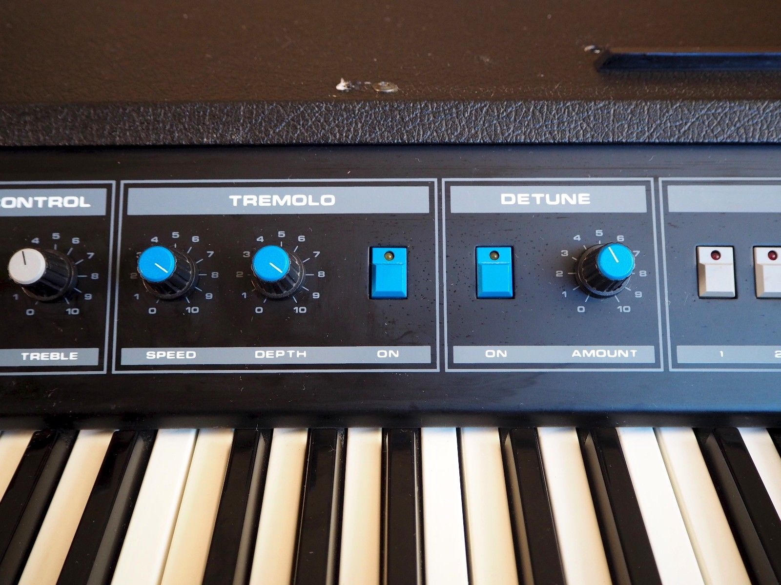 MATRIXSYNTH: 1980's Crumar DP-80 Dynamic Piano w/ Filter Section