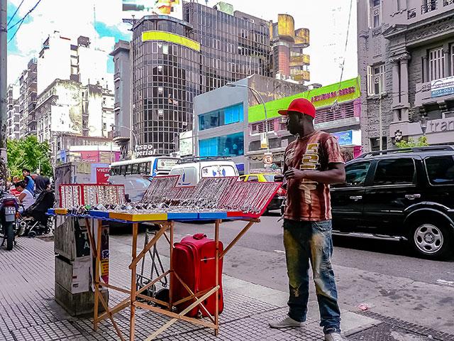 Vendedor ambulante en el Once,Buenos Aires