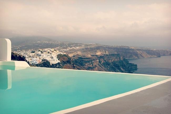 Santorini infinity pool hotels