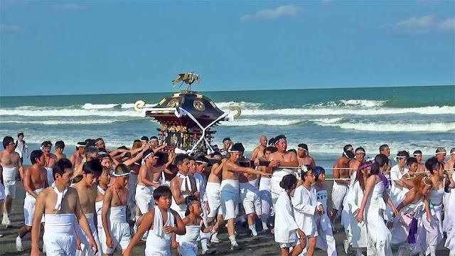 Kazusa Junisha Matsuri (Hadaka Matsuri), Tamasaki-jinja Shrine, Tsurigasaki Kaigan Beach and others, Ichinomiya-machi, Chiba