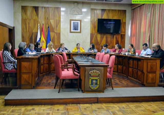 El Cabildo trabaja en coordinación con los 14 ayuntamientos para fortalecer la artesanía palmera