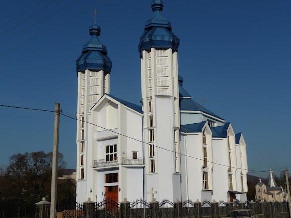 Свалява. Церковь Рождества Пресвятой Богородицы. 2010 г. УГКЦ