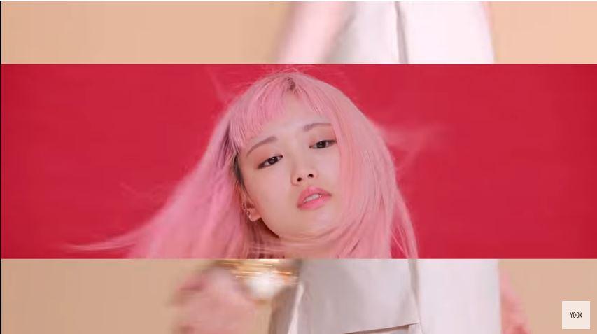 Modella YOOX pubblicità x Marni con ragazza cinese con Foto - Testimonial Spot Pubblicitario YOOX 2016