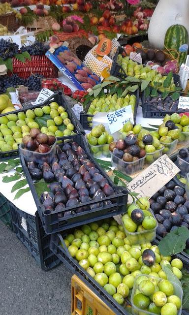 פירות טריים בשוק