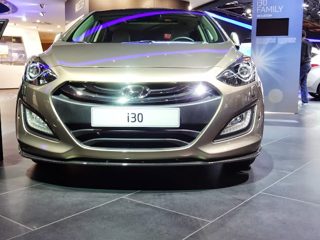 2013 Hyundai i30 car test drive and review