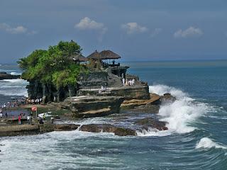 Objek Wisata Tanah Lot Tabanan Bali