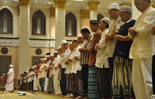 Sesungguhnya Tidak Sah Shalat Seseorang Jika Tidak Membaca Al-Fatihah Sekalipun Shalat Jamaah
