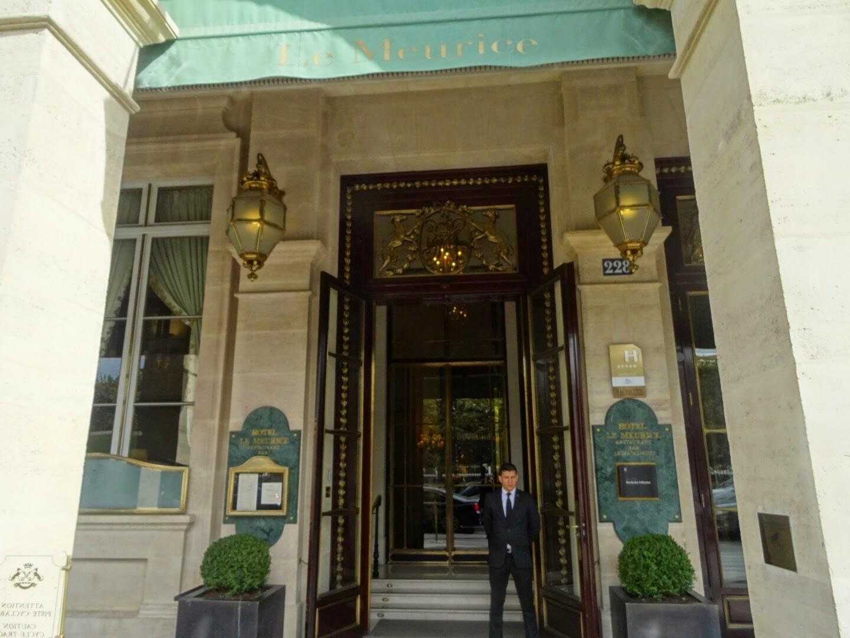 Entrée de l'hôtel Le Meurice.
