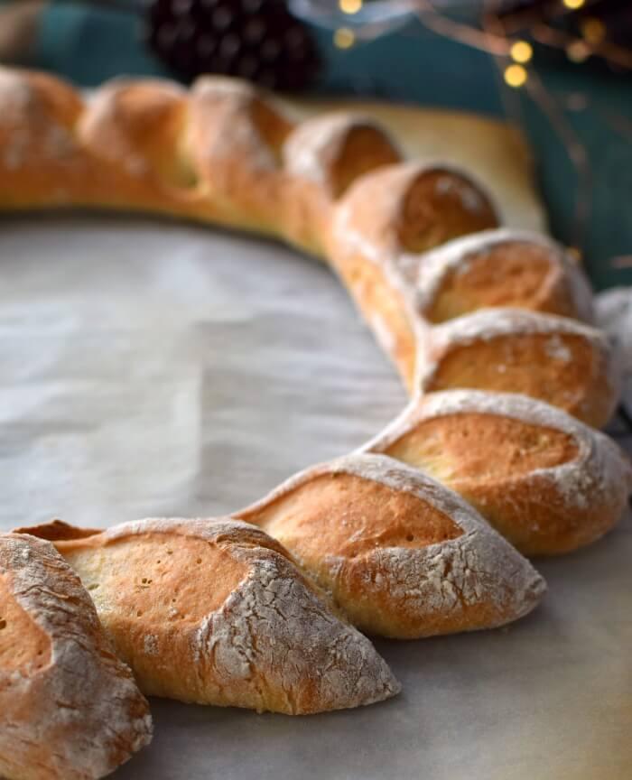 Una sencilla receta de pan con una presentación especial para la mesa navideña u otra celebración