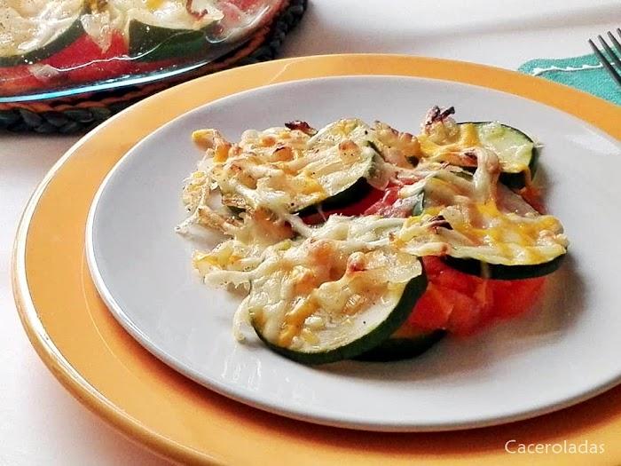 Receta de calabacín al horno con queso y tomate - Receta fácil y ligera