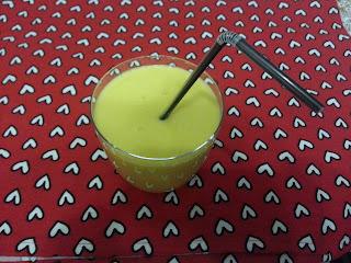Chłodzący napój z mango