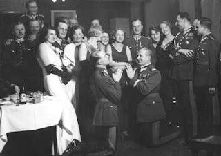 Wieniawa na balu sylwestrowym w kasynie 1 Pułku Szwoleżerów 1931