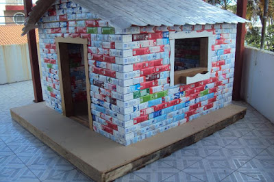 ideia artesanato reciclar reciclagem reciclando diy caixa leite caixinha sustentabilidade casa boneca casinha brinquedo brincadeira