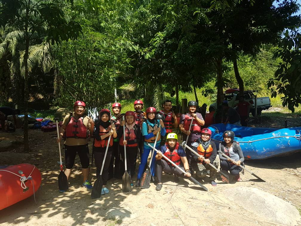 White water rafting Slim River Malaysia - Ummi Goes Where?