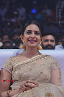 Actress Rakul Preet Singh Stills in Golden Embroidery saree at Rarandoi Veduka Chuddam Audio Launch .COM 0019.jpg