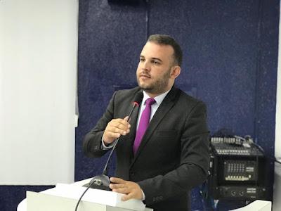 VEREADOR MAX DE ZÉ DE TOINHO COMEMORA CHEGADA DE PROJETO DE LEI QUE REAJUSTA SALÁRIOS DOS FISCAIS DA VIGILÂNCIA SANITÁRIA, FISCAIS DE ARRECADAÇÃO E FISCAIS DE SERVIÇOS URBANOS DO MUNICÍPIO DE RIBEIRÓPOLIS