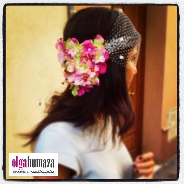 http://olgahumaza.blogspot.com.es/2014/05/b29-tocado-tiara-semi-corona-de-flores.html