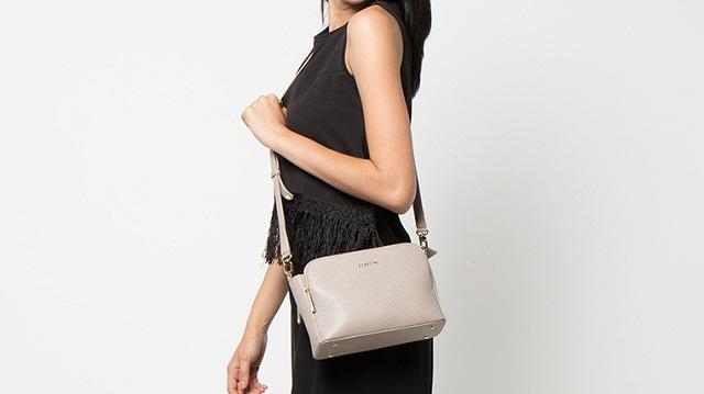 Tas Selempang Ukuran Medium Stylist untuk Wanita