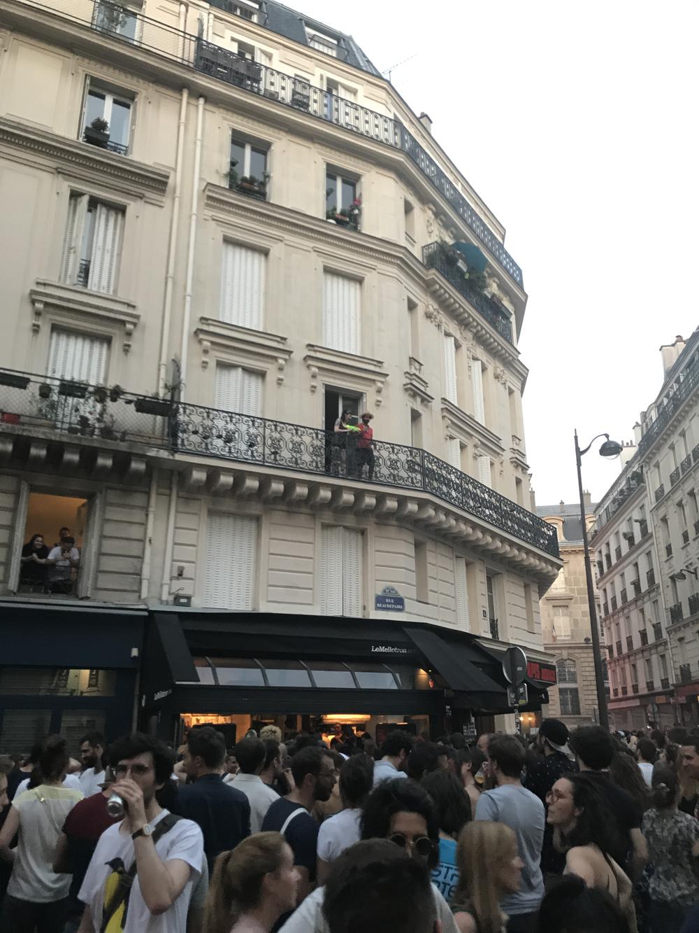 Yksi kuuma yö Pariisissa 16