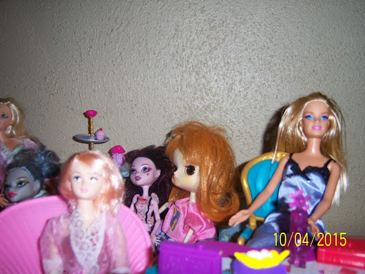 Doll Slumber Party and Comments on Comparing Doll Clothes: Who can wear what ?