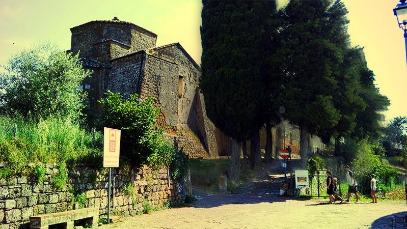 parte posterior da Catedral de Sovana]