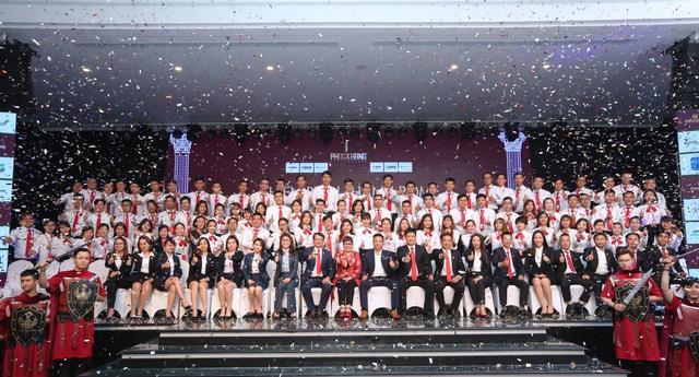 Ban lãnh đạo Phuc Khang Corporation, DKRA Vietnam và các chuyên viên sales DKRA Vietnam tại chương trình huấn luyện bán hàng dự án Rome Diamond Lotus.