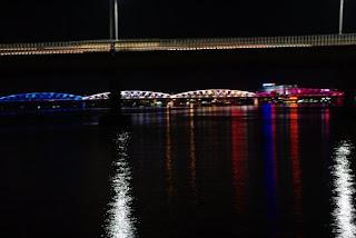 Puente de Hue iluminado
